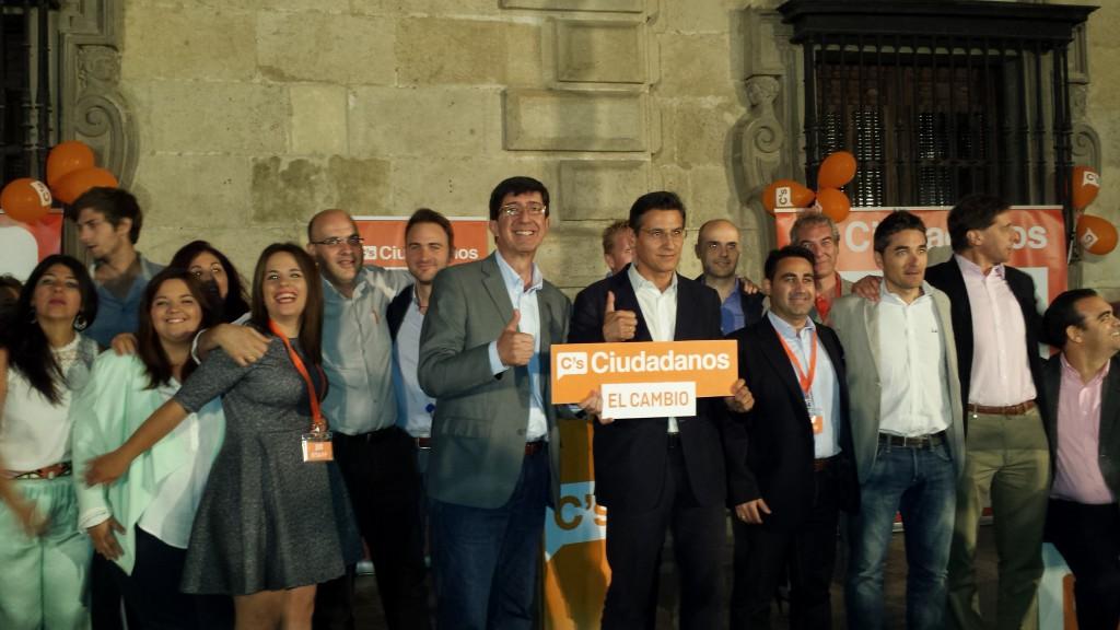 Luis Salvador y Juan Marín, junto a la candidatura de Granada