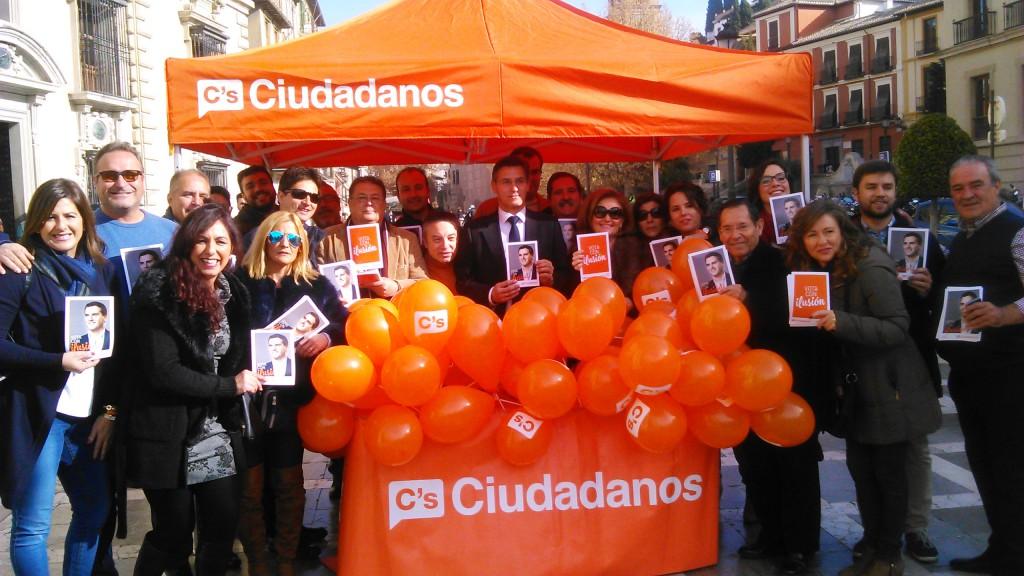 Luis Salvador, junto a miembros del equipo de campaña
