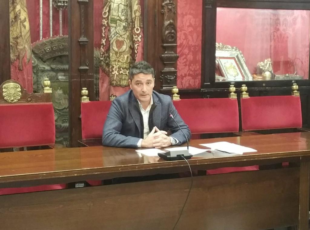 Manuel Olivares durante la rueda de prensa sobre ocupación de la vía pública