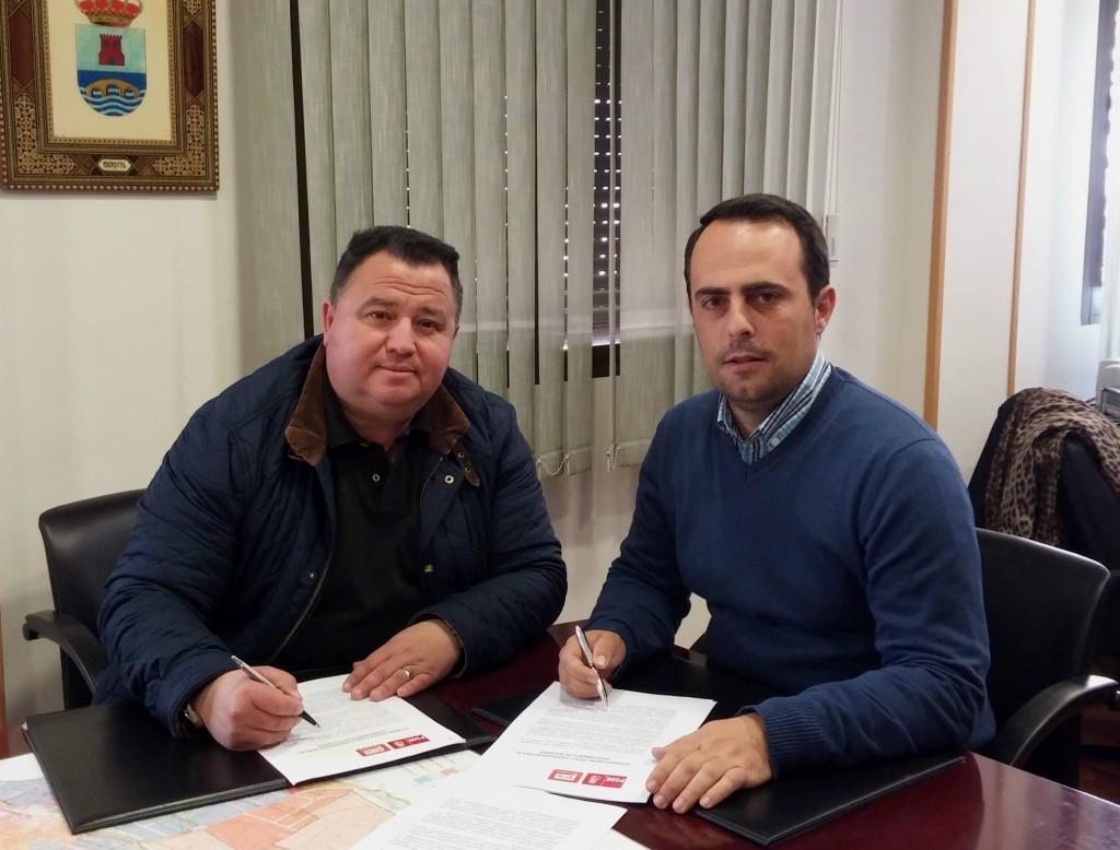 José Manuel Ruiz y José Antonio Carranza tras la firma del documento
