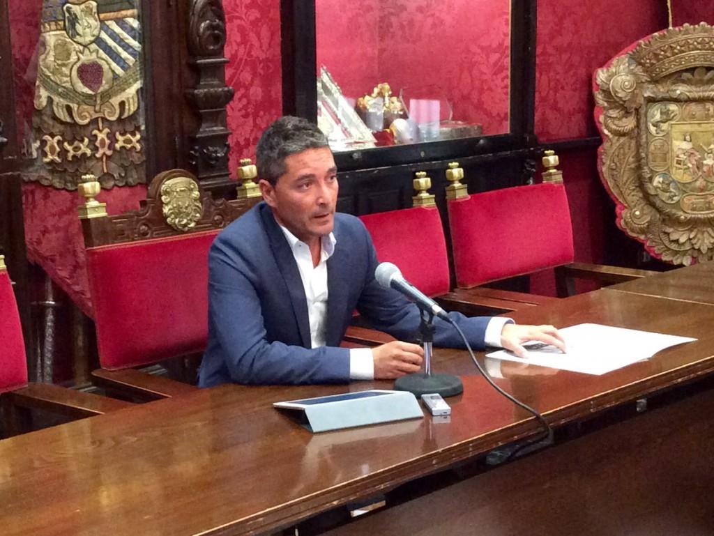 Manuel Olivares, en rueda de prensa