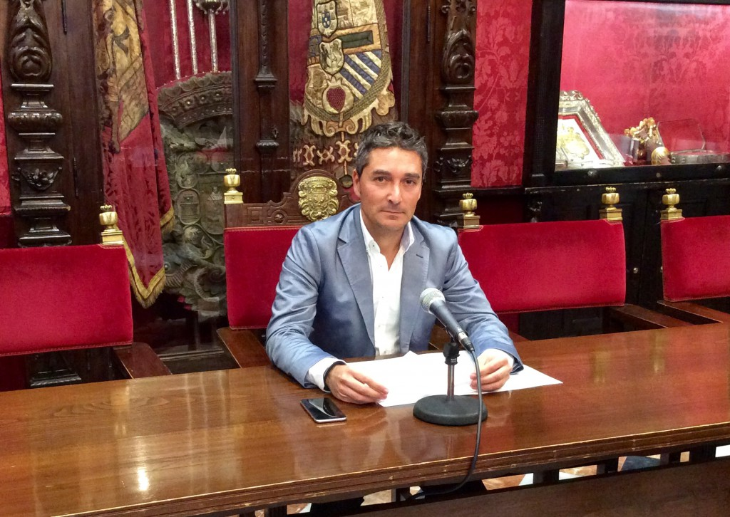 el-concejal-manuel-olivares-en-rueda-de-prensa