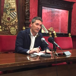 """Manuel Olivares: """"Nuestros socios son los granadinos y en ningún caso vamos a permitir una subida del IBI"""""""