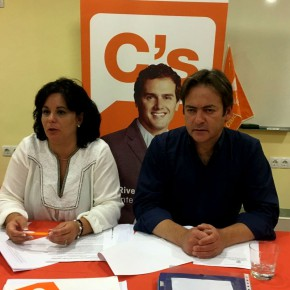 Ciudadanos Otura denuncia la falta de previsión del equipo de gobierno, que deja esta semana al Centro de Salud sin el servicio de atención al usuario