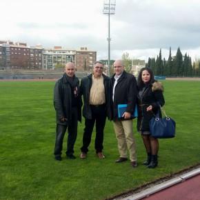 Ciudadanos denuncia el mal estado de la pista de atletismo del Núñez Blanca
