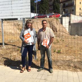 El Ayuntamiento de Jun aprueba la propuesta de Ciudadanos para habilitar el solar municipal frente al hogar del pensionista como zona de aparcamientos