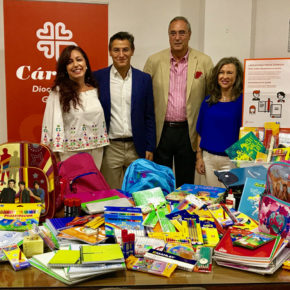 Ciudadanos entrega a Cáritas más de 4.400 piezas de material escolar para las familias más desfavorecidas