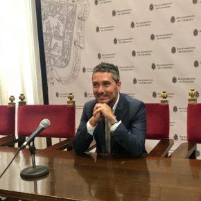 Manuel Olivares critica que el equipo de gobierno haya abandonado el compromiso de la ciudad para adoptar medidas para frenar el consumo de alcohol por los jóvenes