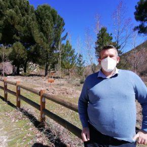Quéntar 'recoge el guante' de la iniciativa naranja en Diputación y planta 200 árboles en Aguas Blancas